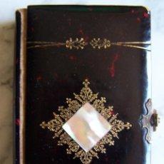 Libros antiguos: GUÍA DEL ALMA CRISTIANA- ORACIONES, 1898. ENCUADERNADO POSIBLE CAREY, NÁCAR Y PAPEL FILOS DORADOS.. Lote 143917022