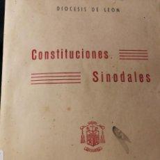 Libros antiguos: CONSTITUCIONES SINODALES-AÑO1957 DIOCESIS DE LEON POR EL OBISPO LUIS ALMARCHA-360 PAG.. Lote 153925518