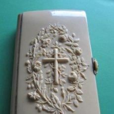 Libros antiguos: DEVOCIONARIO COMPLETO CON TAPAS DE CELULOIDE. Lote 170853800