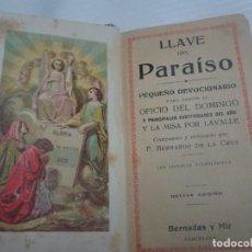 Libros antiguos: ANTIGUO LIBRO RELIGIOSO LLAVE DEL PARAÍSO PEQUEÑO DEVOCIONARIO, CIERRES METÁLICOS, VER FOTOS. Lote 206997985