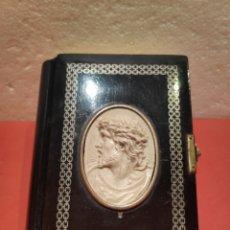 Libros antiguos: DEVOCIONARIO LA MUJER CATÓLICA 1873 EN BAQUELITA. Lote 215150965