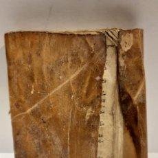 Libros antiguos: LIBRO RELIGIOSO SIGLO XVIII -TAPAS DE TRIPA Y PERGAMINO- MED.: 10X8 CMS. (T1). Lote 227188065