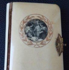 Livres anciens: MISALITO 1º COMUNIÓN FUENTE DE DEVOCIÓN PARA LA JUVENTUD. Lote 236973090