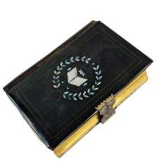 Libros antiguos: LA MUJER CATOLICA. DEVOCIONARIO MISAL LLORENS HERMANOS 1869. CELULOIDE, ASTA, PLATA, NÁCAR.. Lote 258034350