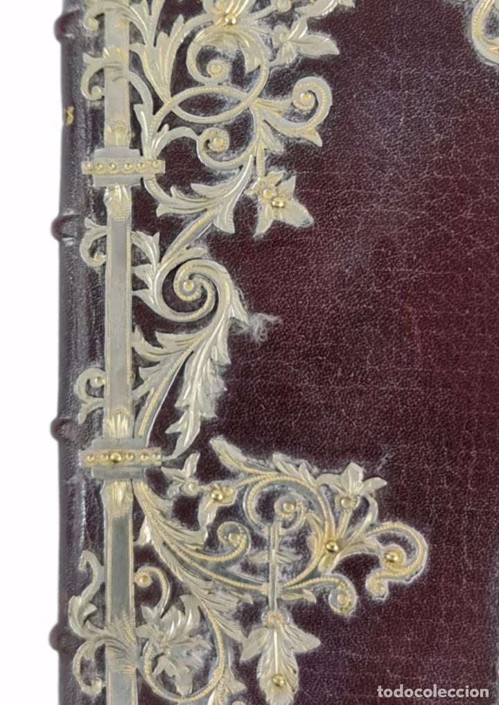 Libros antiguos: Oficios divinos para los domingos. Lavalle. SXIX. Metal calado plateado y dorado.. - Foto 3 - 270130858