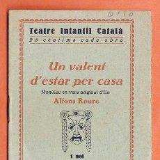 Libros antiguos: MINI - UN VALENT D'ESTAR PER CASA - ALFONS ROURE - TEATRE INFANTIL - ED. MILLA - AÑOS 30 - RD6. Lote 39423894