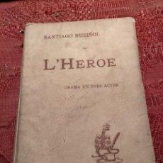Libros antiguos: L'HEROE LLIBRE DE SANTIAGO RUSIÑOL DRAMA CATALÀ 1903. Lote 261868510
