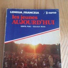 Libros antiguos: LES JEUNES AUJOURD'HUI. VICENS-VIVES. LIBRO DE FRANCÉS DE 3º BUP. 1982.. Lote 117828739