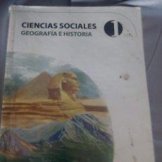 Libros antiguos: CIENCIAS SOCIALES- GEOGRAFÍA E HISTORIA DE DIGITAL TEXT DE PRIMERO DE ESO. Lote 150820214