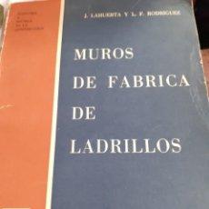Libros antiguos: MURO DE FABRICA DE LADRILLOS. Lote 246087660