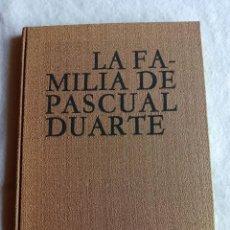 Livros antigos: C.J. CELA: LA FAMILIA DE PASCUAL DUARTE. CON CUARENTA Y UNA MADERAS ESCOGIDAS POR JAUME PLA. Lote 52814746