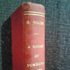Libros antiguos: A HOUSE OF POMEGRANATES (UNA CASA DE GRANADAS). OSCAR WILDE, TAUCHNITZ EDITION, 1909 (EN INGLÉS). Lote 67401561