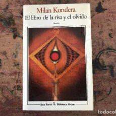 Libros antiguos: EL LIBRO DE LA RISA Y EL OLVIDO. MILAN KUNDERA. Lote 91381680