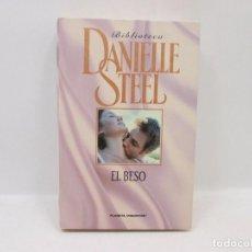 Libros antiguos: LIBRO - DANIELLE STEEL - EL BESO. Lote 95523111