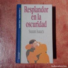 Libros antiguos: RESPLANDOR EN LA OSCURIDAD SUSAN ISAACS. Lote 95868471