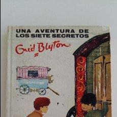 Libros antiguos: UNA AVENTURA DE LOS SIETE SECRETOS. ENID BLYTON. 1º EDICION 1962. Lote 103054268