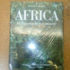 Libros antiguos: ATLAS CULTURALES DEL MUNDO AFRICA EL DESPERTAR DE UN CONTINENTE CIRCULO DE LECTORES PRECINTADO. Lote 114996019