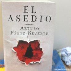 Libros antiguos: PEREZ REVERTE -EL ASEDIO. Lote 115240883