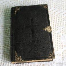 Libros antiguos: ANTIGUO MISAL EN PIEL NEGRO, CON GRABADOS, IMITACION DE LA VIRGEN EN FRANCES 1855. Lote 116189303