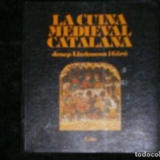 Libros antiguos: F1 LA CUINA MEDIEVAL CATALANA JOSEP LLADONOSA I GIRO LA CULLERA DE FUSTA Nº 6. Lote 122068783
