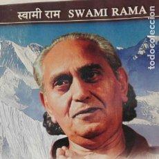 Libros antiguos: LIVING WITH THE HIMALAYAN MASTERS. SWAMI RAMA. EN HINDI.. Lote 125416279