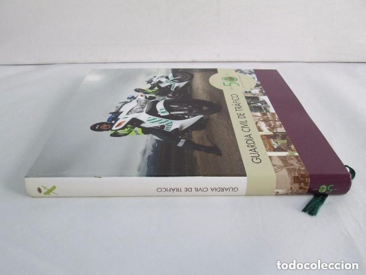 Libros antiguos: LIBRO: GUARDIA CIVIL DE TRAFICO. (1959 - 2009) 50 ANIVERSARIO. MINISTERIO DEL INTERIOR. COMO NUEVO. - Foto 2 - 129100735