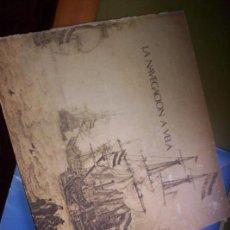 Libros antiguos: LA NAVEGACION A VELA - LABORATORIOS JE.BE.NA. - ESTUCHE CON 8 FOTOS DE NAVES Y CARTA NAUTICA - 1969. Lote 130668503