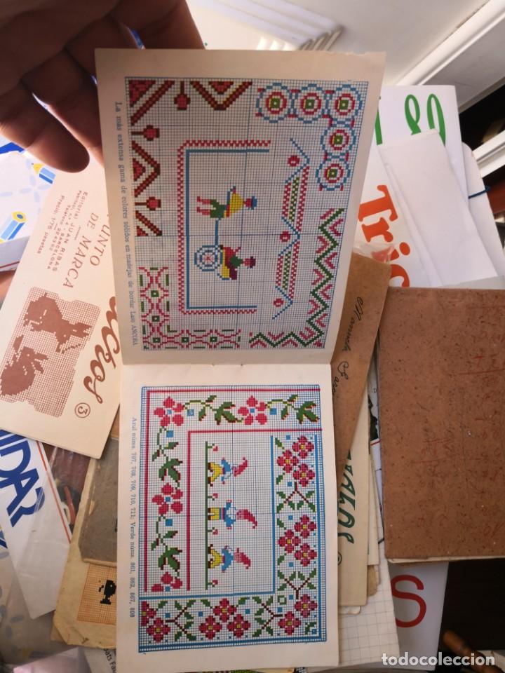 Libros antiguos: PRECIOSO LIBRETO DE PUNTO DE CRUZ Y BORDADO SOBRE FRUNCIDO COLECCION EL DIBUJANTE CASA CALEF ANCORA - Foto 4 - 134560846