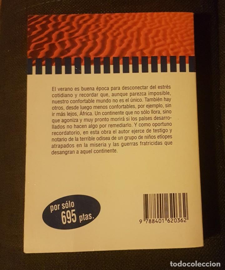 Libros antiguos: África llora Alberto Vázquez Figueroa - Foto 2 - 134905250