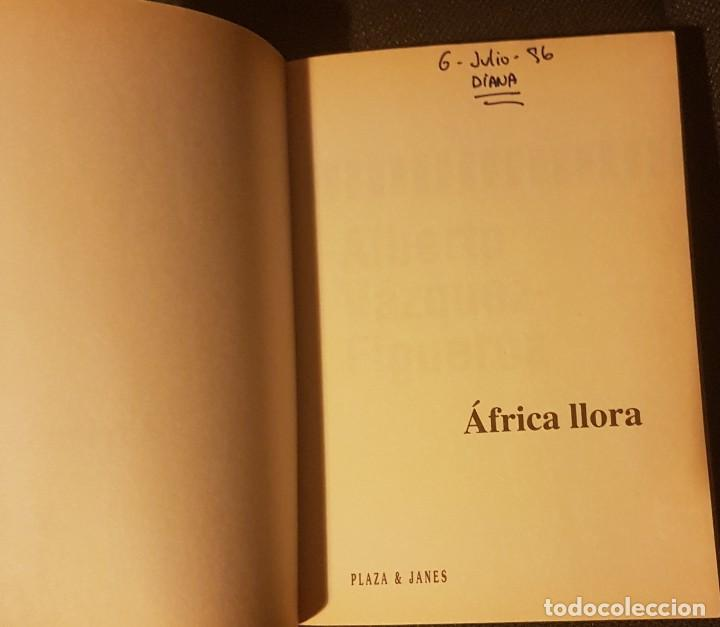 Libros antiguos: África llora Alberto Vázquez Figueroa - Foto 6 - 134905250