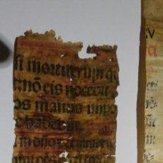 Libros antiguos: FRAGMENTOS DE INCUNABLE IMPRESO EN PERGAMINO, A DOS TINTAS. RARO. Lote 142602290
