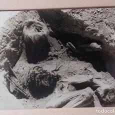 Libros antiguos: HANS HELFRITZ - FOTOGRAFÍA DE LA MOMIA DE UN CACIQUE - ORIGINAL PHOTO. Lote 148806774