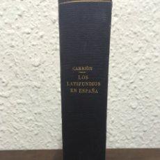 Libros antiguos: LOS LATIFUNDIOS EN ESPAÑA POR PASCUAL CARRIÓN 1932. Lote 151415458