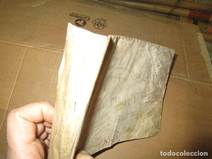 Libros antiguos: antiguo pergamino suelto paRte de cubierta siglo xviii - Foto 3 - 153283734