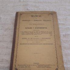 Libros antiguos: MANUAL ORGANIZACIÓN Y ATRIBUCIONES MUNICIPALES O GUÍA TEÓRICO-PRÁCTICO ALCALDES Y AYUNTAMIENTOS 1864. Lote 153554430