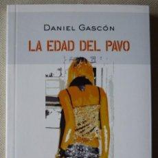 Libros antiguos: DANIEL GASCÓN. LA EDAD DEL PAVO. RELATOS. NARRATIVA ESPAÑOLA. ZARAGOZA. ARAGÓN.. Lote 154354814