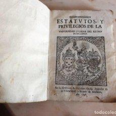 Libros antiguos: CONSTITUCIONES, ESTATUTOS Y PRIVILEGIOS DE LA UNIVERSIDAD LULIANA DEL REYNO DE MALLORCA. AÑO 1698.. Lote 167056624