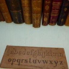Libros antiguos: LIBRILLO DE TIPOGRAFÍA CON DIFERENTES ALFABETOS,FIGURAS Y NÚMEROS. PARÍS. VVE. TURGIS. SIGLO XIX.. Lote 167669620