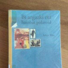 Libros antiguos: BI ARGAZKI ETA HAINBAT POLAROID DE FELIPE RIUS. Lote 167786664