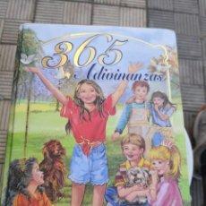 Libros antiguos: 365 ADIVINANZAS LIBRO INFANTIL DESCATALOGADO TAPA DURA - SUSAETA MÁS REGALO 1 DE BOLSILLO. Lote 171159353