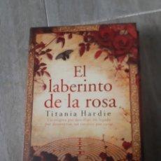 Libros antiguos: EL LABERINTO DE LA ROSA DE TITANIA HARDIE. Lote 174095317