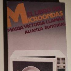 Libros antiguos: EL LIBRO DEL MICROONDAS. MARÍA VICTORIA LLAMAS. ALIANZA EDITORIAL. 1989. Lote 175304253