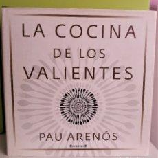 Libros antiguos: LA COCINA DE LOS VALIENTES DE PAU ARENÓS / EDICIONES B / COCINA CONTEMPORÁNEA. Lote 182223848