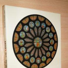 Libros antiguos: LAS VIDRIERAS DE LA CATEDRAL DE LEON. JOSÉ FERNÁNDEZ ARENAS Y CAYO JESÚS FERNÁNDEZ ESPINO. Lote 182836530