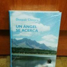 Libros antiguos: UN ANGEL SE ACERCA DEEPAK CHOPRA RBA 2006 BIBLIOTECA CRECIMIENTO EMOCIONAL LIBRO PRECINTADO. Lote 189778373