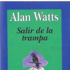 Libros antiguos: ALAN WATTS : SALIR DE LA TRAMPA. (TRADUCCIÓN DE MIGUEL PORTILLO. ED. KAIRÓS, 2005) . Lote 191684311