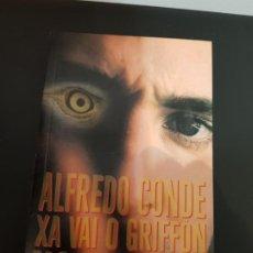 Libros antiguos: XA VAI O GRIFFÓN NO VENTO, ALFREDO CONDE, PETO, BOLSILLO, XERAIS, 1998. Lote 192109747