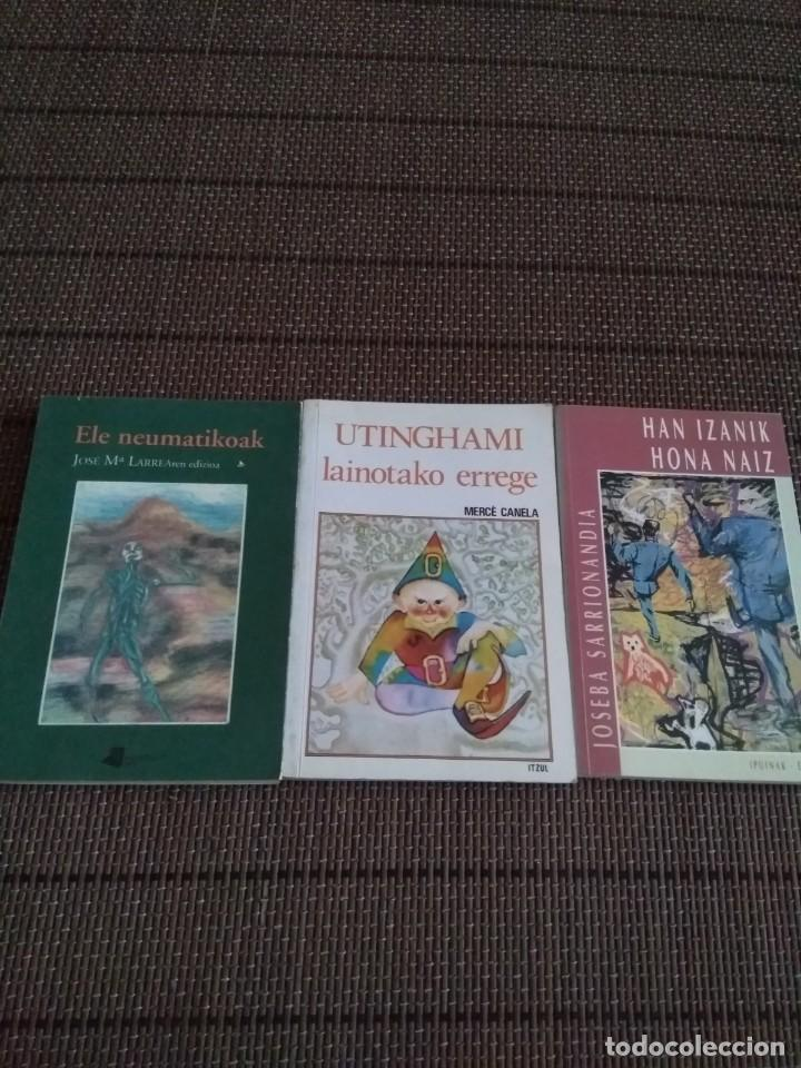 Libros antiguos: lote 3 libros euskera Han izanik hona naiz....Ele neumatikoak ....UthINGAMI lainotako errege.... - Foto 2 - 194061578