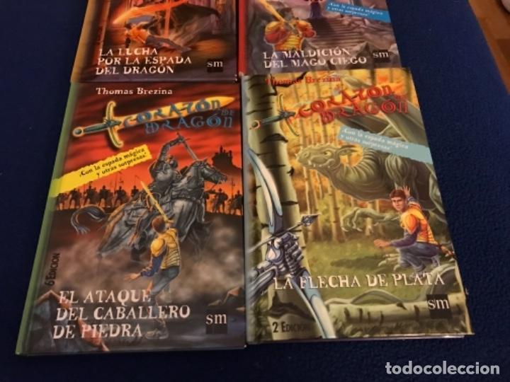 Libros antiguos: LOTE Corazón de dragón nºS 1 2 3 8 FLECHA DE PLATA CABALLERO PIEDRA MAGO CIEGO ETC Thomas Brezina SM - Foto 5 - 194113142