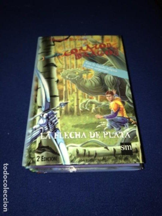 Libros antiguos: LOTE Corazón de dragón nºS 1 2 3 8 FLECHA DE PLATA CABALLERO PIEDRA MAGO CIEGO ETC Thomas Brezina SM - Foto 9 - 194113142